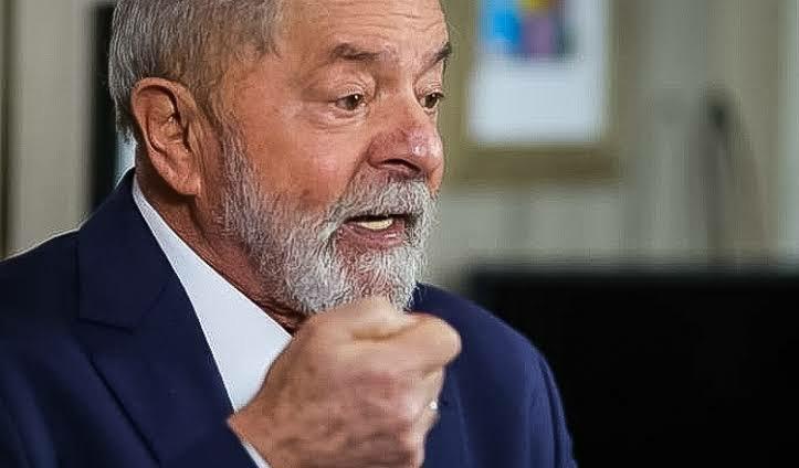 'Bolsonaro não quer trabalhar', diz Lula. 'Por isso ele questiona as urnas'