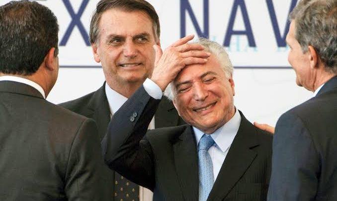 Desorientado, Bolsonaro manda buscar Temer para 'limpar' o caos que causou com caminhoneiros