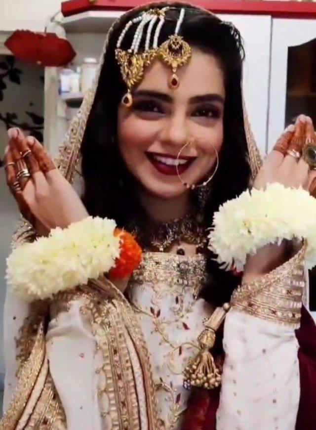سال 2020 ختم ہونے سے چند گھنٹوں قبل پاکستانی اداکارہ نے بڑا فیصلہ کرلیا 1