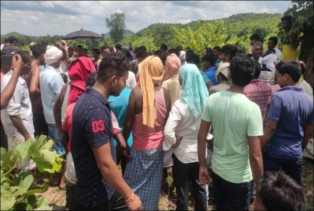 بھارت: موت کا غار تین نوجوانوں کو نگل گیا 2