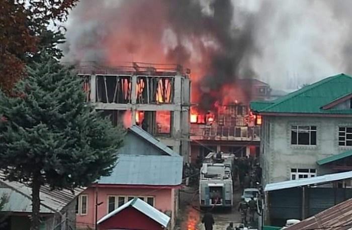 کولگام اور بانڈی پورہ میں آگ وارداتیں