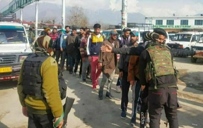 ترال کے بازار کااچانک محاصرہ مسافروں کی جامہ تلاشی لی گئی