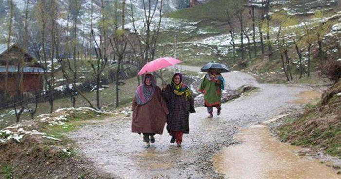 کشمیر: خوشگوار موسم کے بیچ برف و باراں کی پیش گوئی