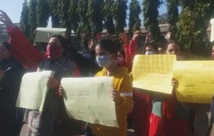 کشمیری پنڈت مہاجروں کا جموں میں اپنے مطالبات کو لے کر احتجاج