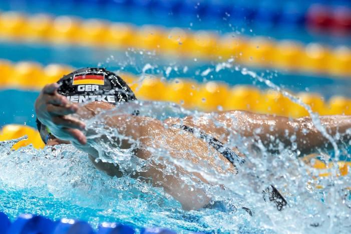 جرمن تیراک فلورین ویل بروک کو مردوں کی میراتھن تیراکی میں طلائی تمغہ