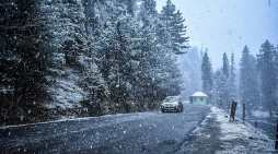 کشمیر میں تازہ برف وباراں کے بعد سردی میں اضافہ درج