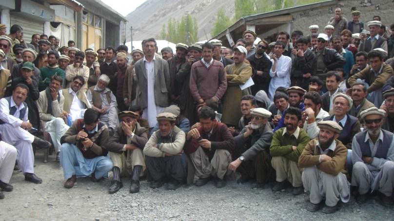27 کروڑ روپے کا مبینہ غبن، اہلیانِ مستوج سراپا احتجاج