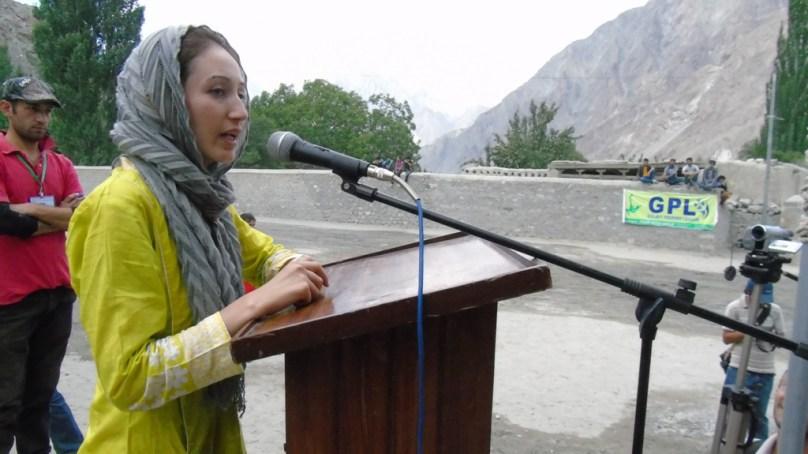 آکسفورڈ یونیورسٹی سے فارغ التحصیل نعیمہ گل کا آبائی گاؤں میں فقید المثال استقبال