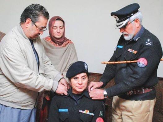 سماجی شخصیت وزیر فرمان علی اورجنرل سیکریٹری پی پی پی ویمن ونگ شیرین فاطمہ کی طاہرہ طاہرہ یعسوب کو گلگت بلتستان کی پہلی خاتون ایس پی بننے پر مبارکباد