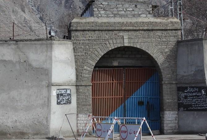 جیل سے فرار ہوںے والے ملزمان کی مدد کرنے کے شبے میں گرفتار ١٤ افراد مزید چاردنوں کے ریمانڈ پر پولیس کے حوالے