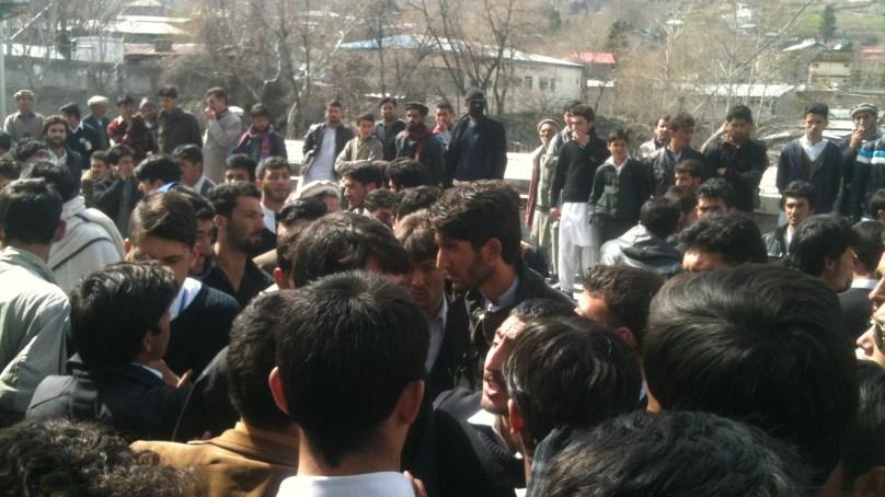 گورنمنٹ ڈگری کالج چترال کے طلباء کو امتحانی پراسیس سے باہر رکھنے پرطلباء کا احتجاجی مظاہرہ
