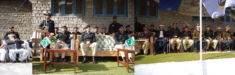 چترال پولیس لائن میں یوم پاکستان کی تقریب،ڈی پی او نے پرچم کشائی کی