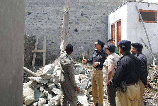 Gilgit. IGP Zafar Iqbal Awan sub jail jjutial ma hifazti iqdamat ka jaiza ly rhy hain.