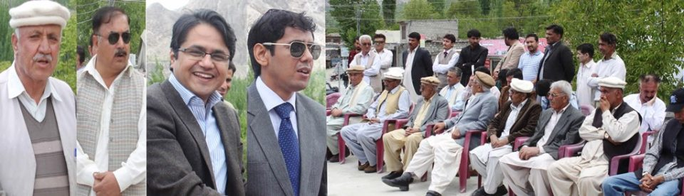 ہنزہ نگر ۔۔ ڈی سی ہنزہ نگر عمران علی سلطان اے سی ہنزہ موسیٰ رضا و دیگر تقریب چیک تقسیم سے خطاب کر رہے ہیں