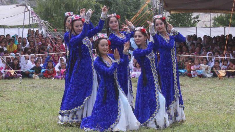 رنگا رنگ خنجراب پامیر فیسٹیول اختتام پزیر، چینی اور پاکستانی فنکاروں کی زبردست پرفارمنس