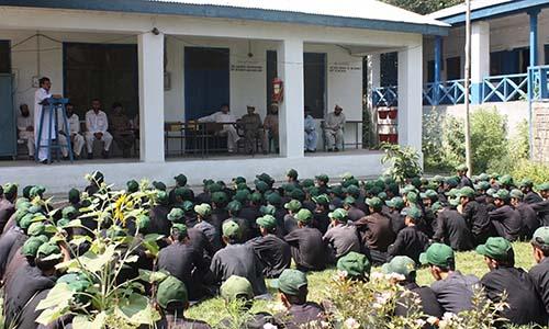 چترال کے بالائی علاقے تریچ کے گورنمنٹ پرائمری سکول میں 113 طلباء کیلئے صرف ایک استاد