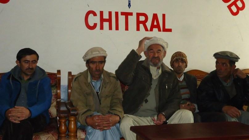 ضلع چترال کے دورافتادہ علاقے وادی بروغیل میں خلاف معمول برفباری، خوراک کی شدید قلت ہے،