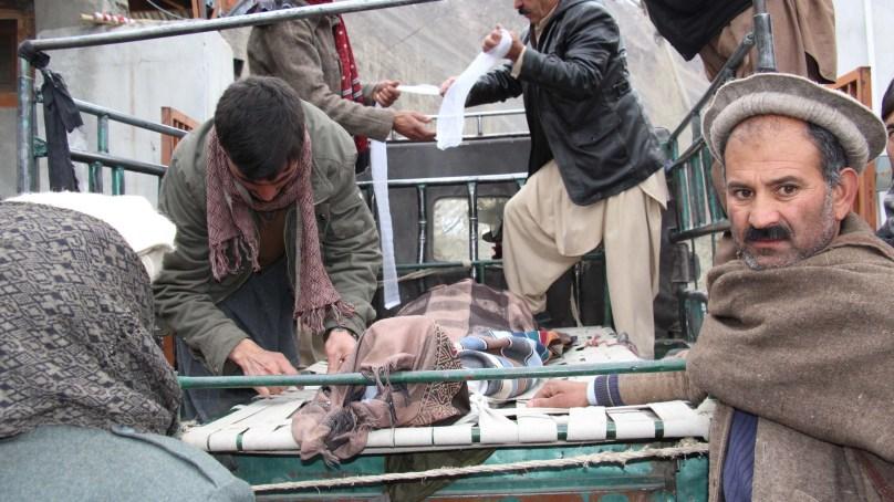 مستوج: سڑک حادثے میں طالبہ سمیت دو افراد جاں بحق, 16 زحمی