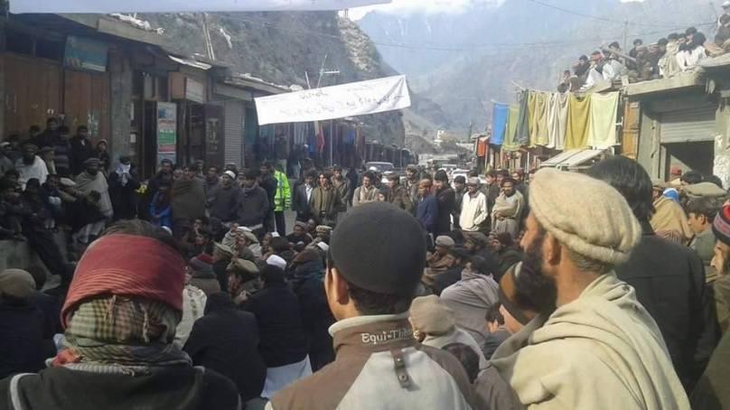 ہربن کوہستان کے عوام کا مطالبات کے حق میں شتیال کے مقام پر احتجاجی دھرنا تیسرے روز بھی جاری، شائرہ قراقرم پرٹریفک کئی گھنٹوں تک معطل رہی