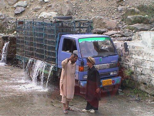 سڑکوں پر گاڑیاں دھونے والوں کے خلاف کاروائی ہوگی، ہنزہ ضلعی انتظامیہ کل سے دفعہ 144 نافذکرےگی