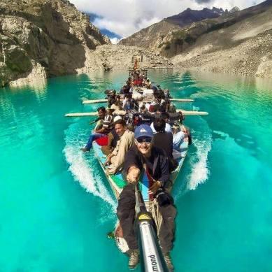 ہنزہ: انتظامیہ کی جانب سے جھیل کے ارد گر ہٹس اور ہوٹلز پر پابندی لگانے کے خلاف عدالت جائیں گے، ایڈوکیٹ ظہور کریم