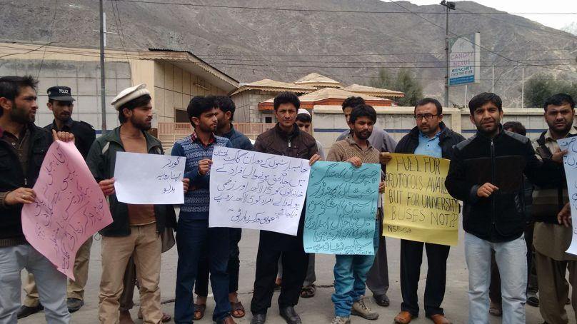 سیلاب متاثرین کی بحالی میں ناکامی کے خلاف عوامی ورکرز پارٹی کے زیر اہتمام گلگت پریس کلب کے سامنے احتجاجی مظاہرہ