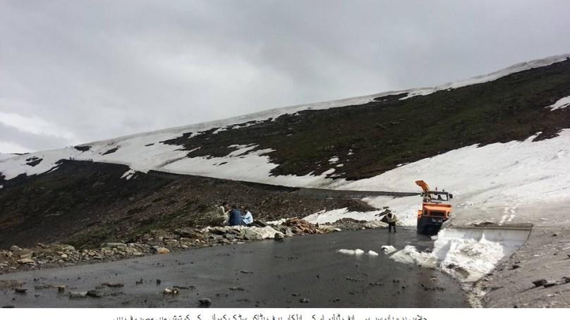 بابوسر ناران شاہراہ ہنوز بند، مسافر اور سیاح مشکلات کا شکار