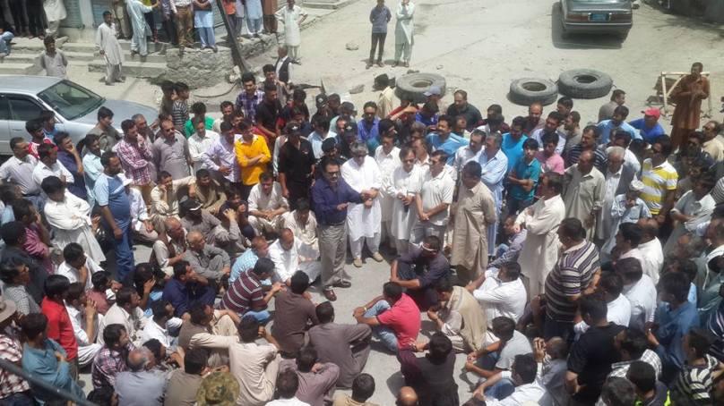 غیر اعلانیہ لوڈشیڈنگ اور گندم بحران کے خلاف انجمن تاجرانِ ہنزہ کا علی آباد میں احتجاجی دھرنا، شٹر ڈاون ہڑتال
