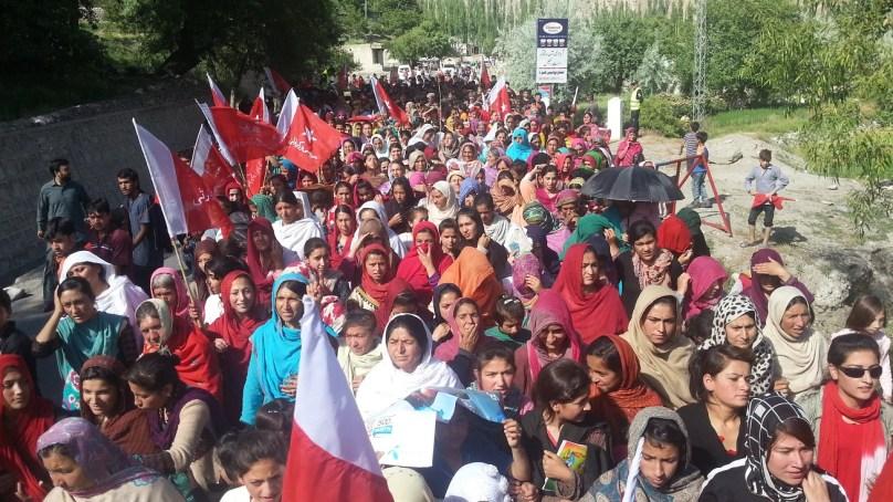 عوامی ورکز پارٹی کے رہنما بابا جان اور انکے ساتھیوں کی رہائی کے حق میں آبائی گاوں ناصر آباد ہنزہ میں احتجاجی ریلی نکالی گئی