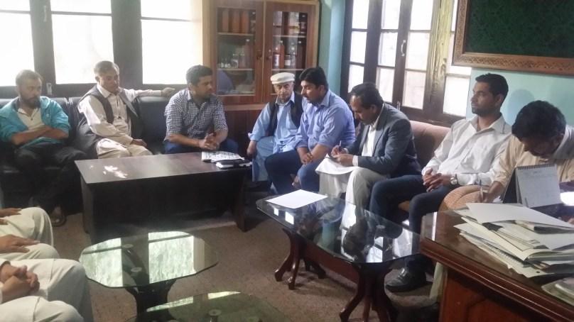 لوکل سپورٹ آرگنائزیشنز اور محکمہ زراعت مل کر مرکزی ہنزہ میں درختوں کو کیڑوں سے بچانے کی کوشش کر رہے ہیں