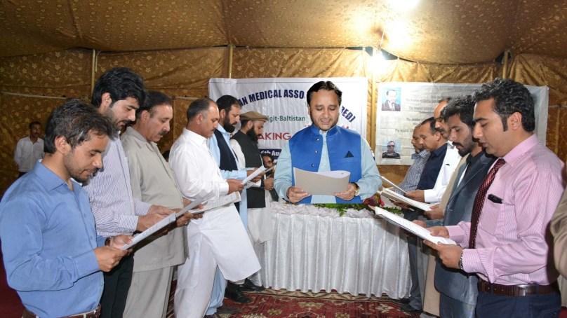 وزیر اعلی حافظ حفیظ الرحمن نے پاکستان میڈیکل ایسوسی ایشن گلگت بلتستان کی نئی کابینہ سے حلف اُٹھا لیا