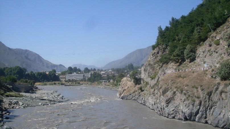 گرمی کے باعث گلیشرز کے پگھلاو سے دریا چترال کے بہاو میں اضافہ، کٹاو سے کئی علاقے بری طرح متاثر