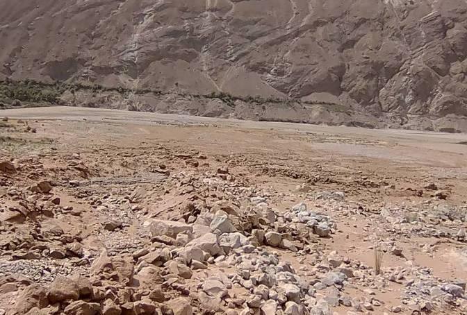 چترال کے بالائی علاقے لاسپور میں شدید بارشوں کے بعد سیلاب آگیا، گلگت بلتستان جانے والی سڑک متاثر