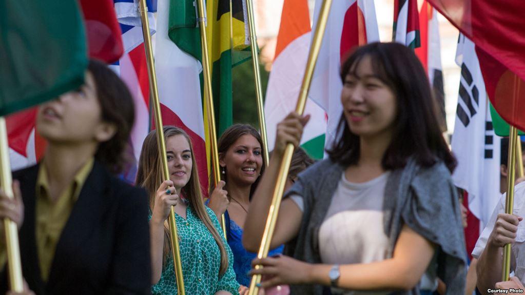 غیر ملکی طلبا کی امریکہ میں دلچسپی کیوں گھٹ رہی ہے