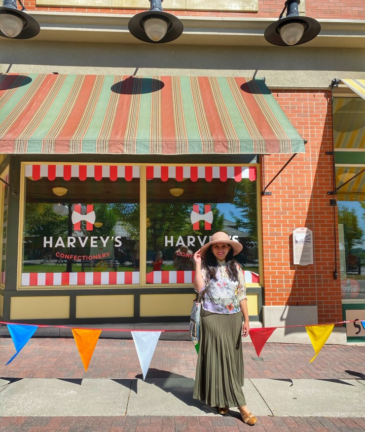 Heritage park review Harvey's ice cream shop