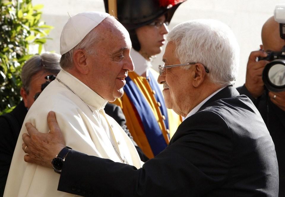Палестинският президент Махмуд Аббас по време на миналогодишната си среща с папа Франциск. Снимка: ЕРА/БГНЕС