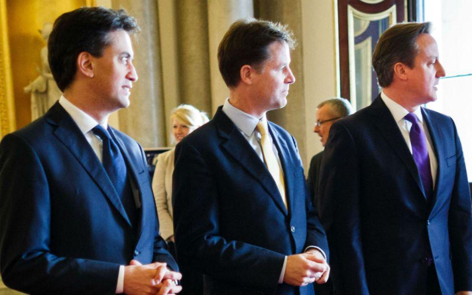 Отляво надясно: Ед Милибанд, Ник Клег, Дейвид Камерън.