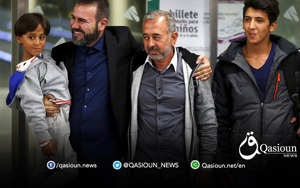 Осама Абдул Мохсен в средата. Крайният вляво е синът му Зейд