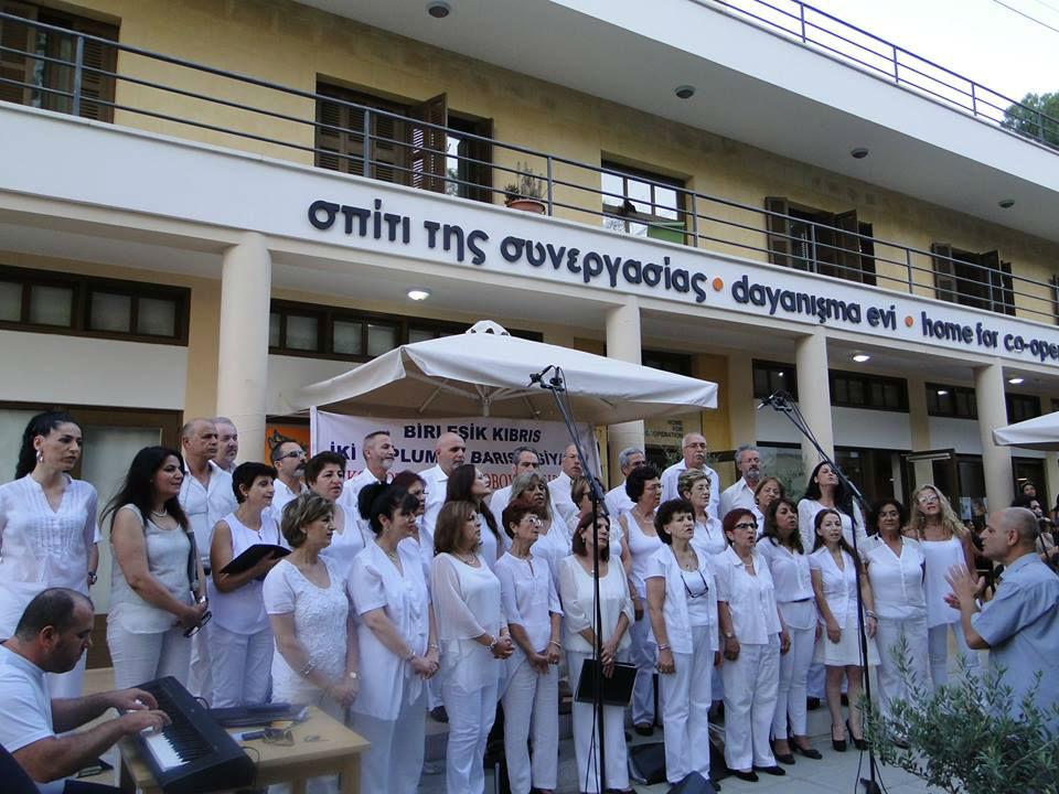 двуобщностният хор за мир в Кипър