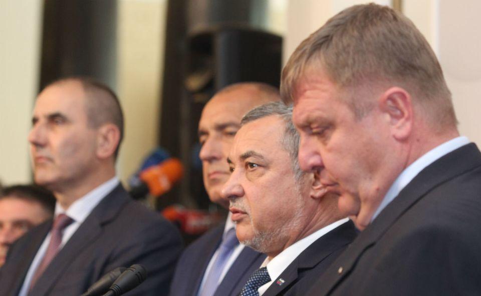 На първа линия (отляво надясно): Цветан Цветанов, Бойко Борисов, Валери Симеонов, Красимир Каракачанов