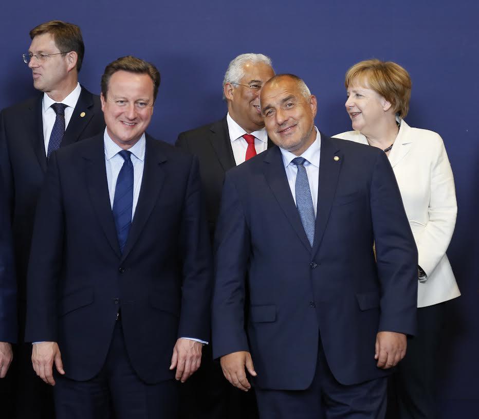 Бойко Борисов до британския премиер Дейвид Камерън на заседанието на Европейския съвет. Снимка: Пресслужба на МС