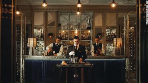 №4, Connaught Bar, Лондон