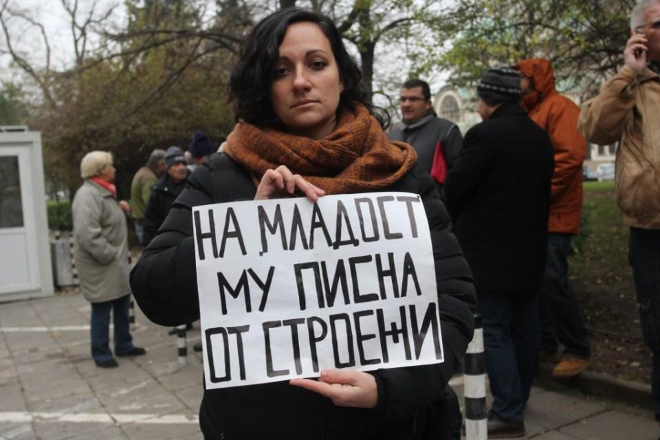"""Протестът на жители на """"Младост"""" и """"Симеоново"""" пред Столичната община. Снимка: БГНЕС"""
