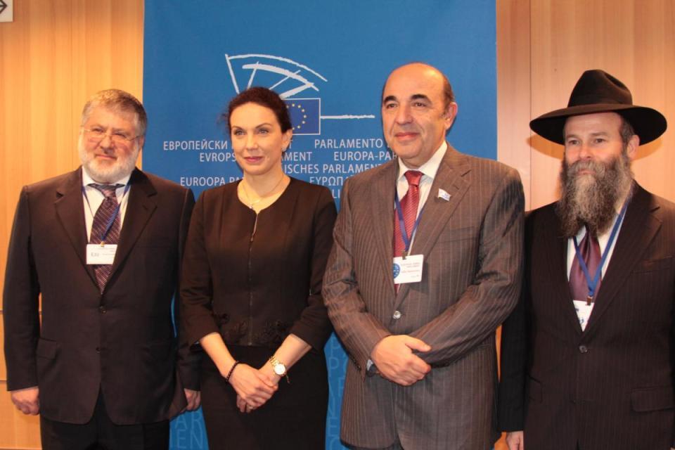 На тази снимка в Европарламента Коломовски е в компанията на евродепутата от България Антония Първанова.