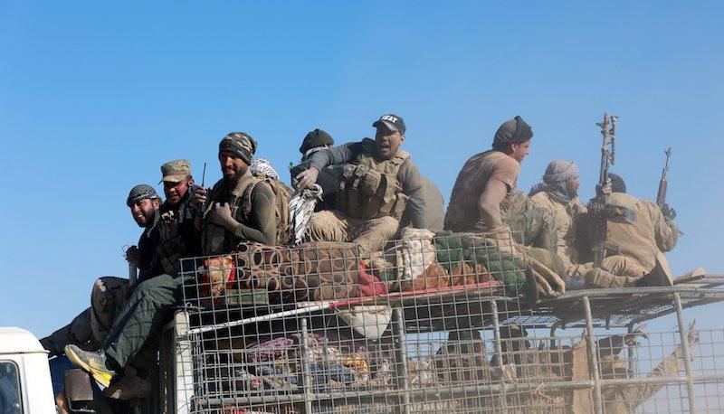 """Членове на """"Бригадите Бадр"""" край Мосул, ©EPA/БГНЕС"""