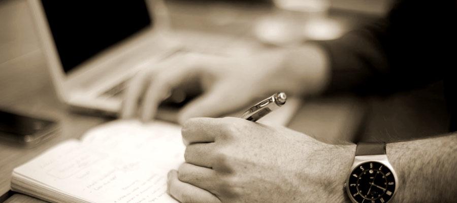 客観的なスタンスで記事を書く