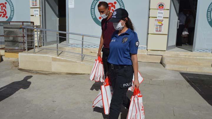 Hilvan'da maske ve dezenfektan dağıtıldı