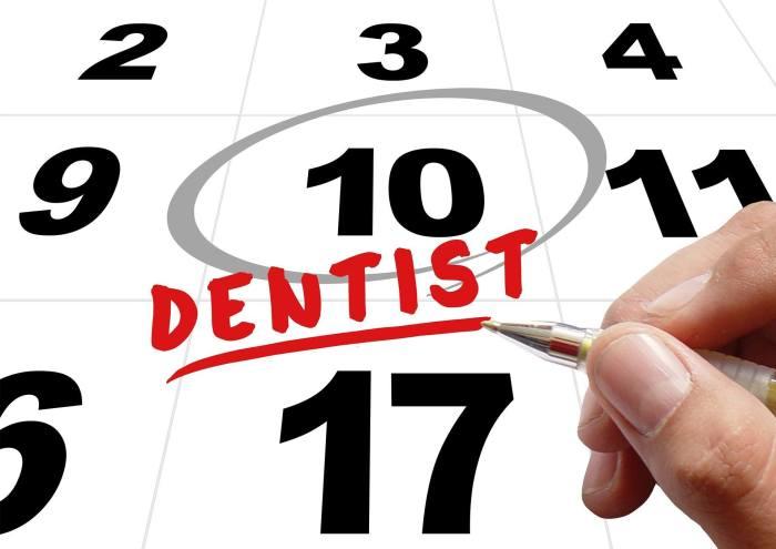 Consejos para después de la intervención con implantes dentales