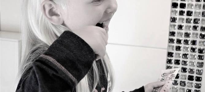 Cómo enseñar a los niños a cepillarse los dientes