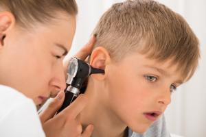 when should you go to the doctor for an ear infection